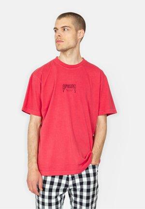 RETRO FIT - T-shirt print - cayenne