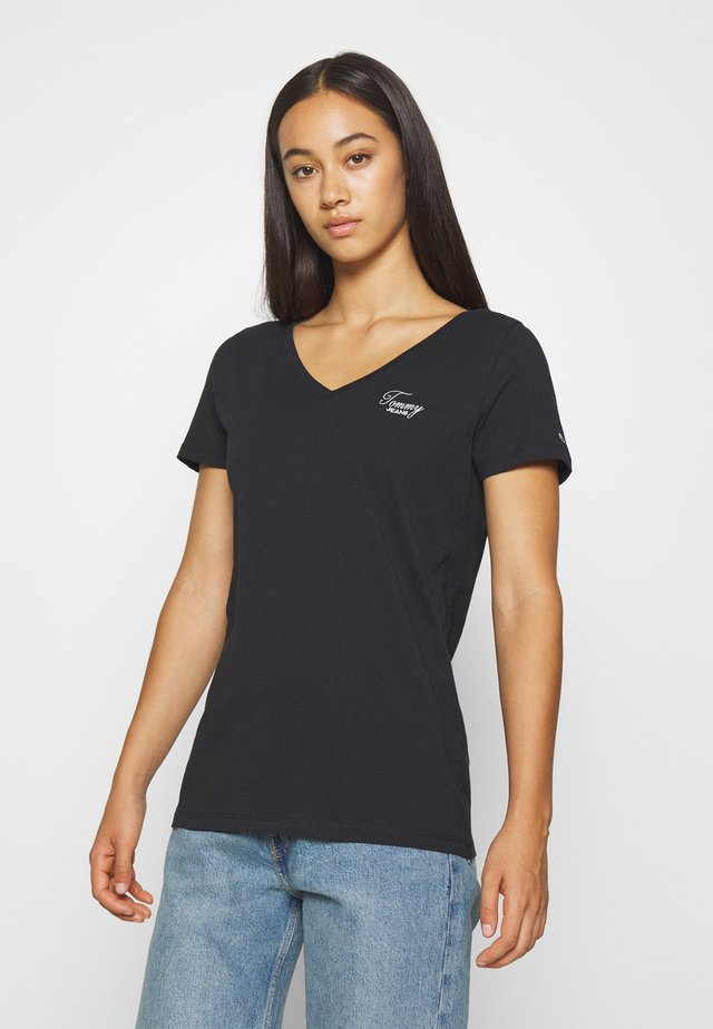 CHEST SIGN OFF V NECK TEE - T-shirt basique - black
