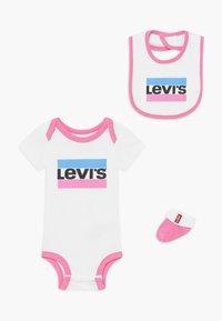 Levi's® - CLASSIC SPORTSWEARLOGO SET - Dárky pro nejmenší - sachet pink - 0