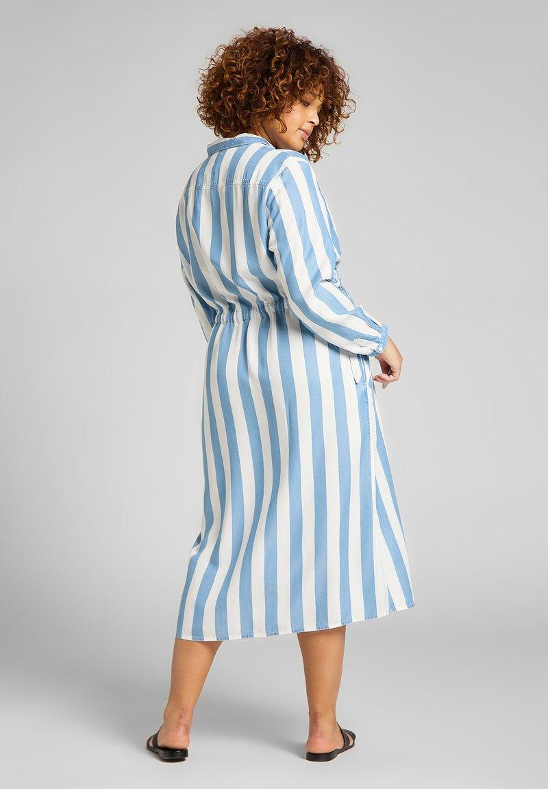 Lee Plus - LONG WORKER  - Shirt dress - dawn blue