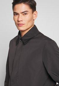 Calvin Klein Tailored - COMPACT NYLON COAT - Wollmantel/klassischer Mantel - black - 5