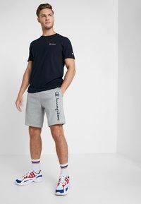 Champion - BERMUDA - Pantalón corto de deporte - grey melange - 1