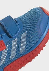 adidas Performance - X LEGO SPORT RUNNING ACTIVE PRIMEBLUE - Juoksukenkä/neutraalit - blue/white/red - 7