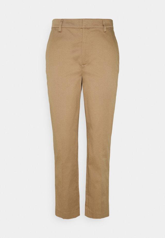 ABOTT REGULAR FIT - Chino kalhoty - sand
