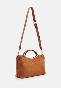 PARFOIS - BAG HORTENSIA - Across body bag - camel - 1
