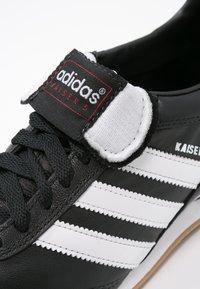 adidas Performance - KAISER 5 GOAL - Zaalvoetbalschoenen - black/running white - 5