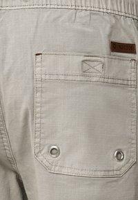 INDICODE JEANS - Shorts - mottled light grey - 4
