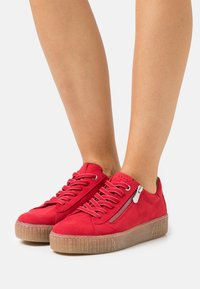 Marco Tozzi - Sneakers laag - red - 0