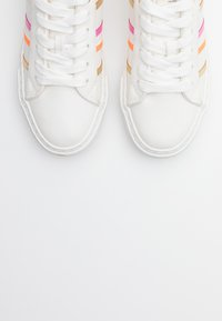 ONLY SHOES - ONLLIV - Sneakers laag - white - 5