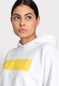 Calvin Klein Jeans - HERO LOGO HOODIE - Sweatshirt - white - 3