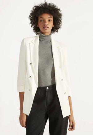 MIT HOCHGEROLLTEN ÄRMELN - Krótki płaszcz - white