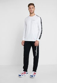 Champion - CUFF PANTS - Verryttelyhousut - black - 1
