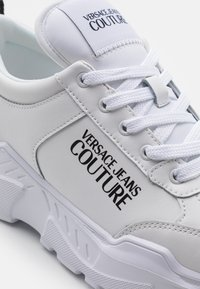 Versace Jeans Couture - SPEEDTRACK - Trainers - bianco ottico - 5