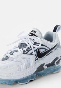 Nike Sportswear - AIR VAPORMAX EVO - Sneakers laag - white/black-wolf grey-dark grey-pure platinum-reflect silver - 5