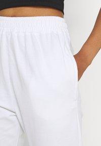 Missguided - BASIC JOGGER - Tracksuit bottoms - white - 4