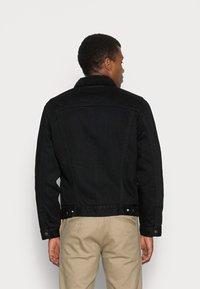 Levi's® - TYPE 3 SHERPA TRUCKER - Light jacket - back denim - 2