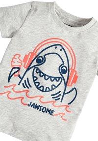 Next - 3 PACK SHARK T-SHIRTS - Print T-shirt - grey - 5