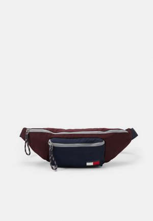 CROSSBODY - Sac banane - red