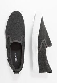 Pier One - UNISEX - Loaferit/pistokkaat - dark gray - 1
