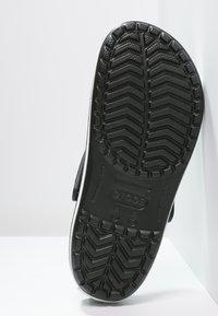Crocs - CROCBAND UNISEX - Dřeváky - schwarz - 4