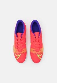 Nike Performance - MERCURIAL VAPOR 14 CLUB TF - Astro turf trainers - bright crimson/metallic silver - 3