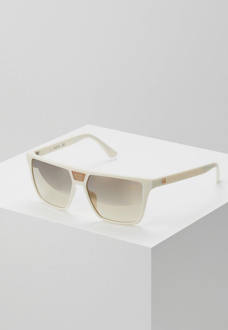 Guess - Sluneční brýle - white