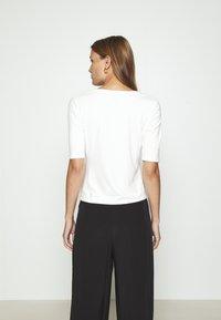 Lindex - VIRA - Basic T-shirt - off white - 2