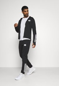 adidas Performance - AEROREADY TRAINING SPORTS SLIM HOODED JACKET - veste en sweat zippée - black/white - 1