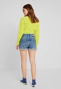 Tommy Jeans - HOT PANT SHORT ADRMR - Denim shorts - adour mid blue - 2