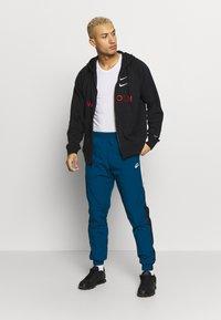Nike Sportswear - PANT SIGNATURE - Verryttelyhousut - blue force/black/white - 1