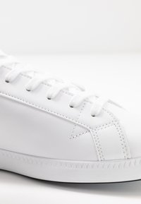 Lacoste - GRADUATE - Trainers - white/black - 5