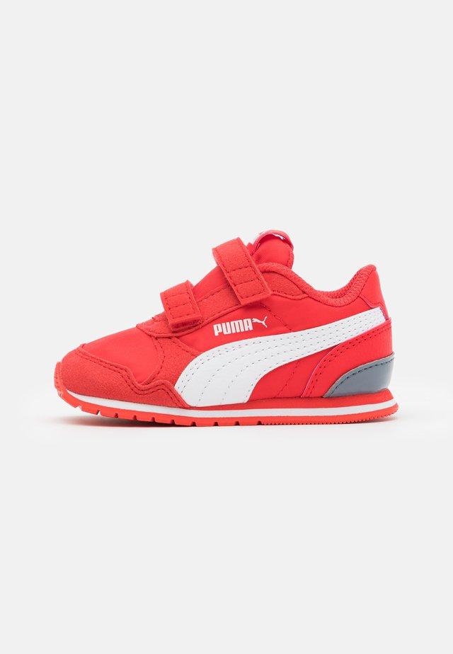 RUNNER - Sneakers laag - poppy red/white/flint stone