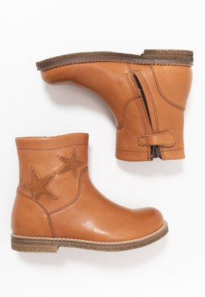 CLOE NARROW FIT - Classic ankle boots - cognac
