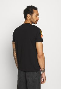 Alpha Industries - FLAME - Print T-shirt - black - 2