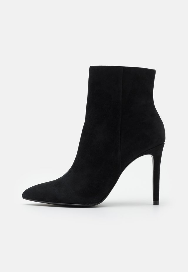 CLOVERS - High heeled ankle boots - black