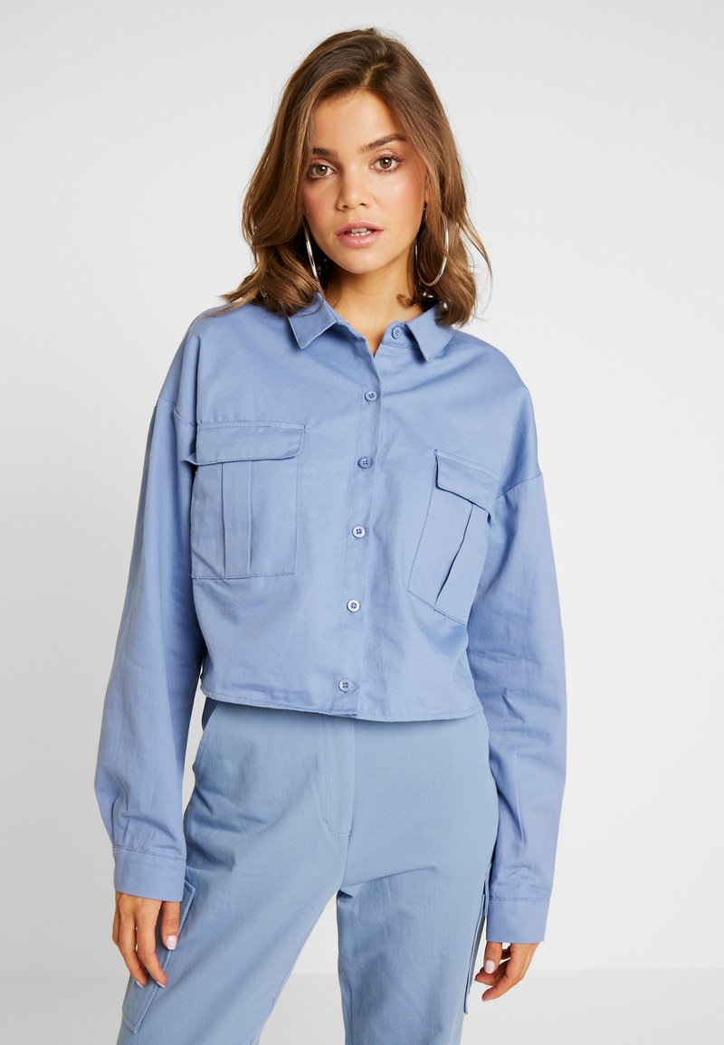 Missguided - CROPPED OVERSIZED UTILITY SHACKET - Denim jacket - blue