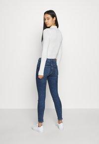 Vero Moda - VMHANNA  - Skinny džíny - medium blue denim - 2