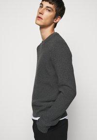 J.LINDEBERG - OLIVER  - Stickad tröja - dark grey melange - 3