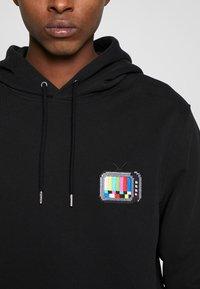 Bricktown - HOODIE TV SMALL - Hoodie - black - 4