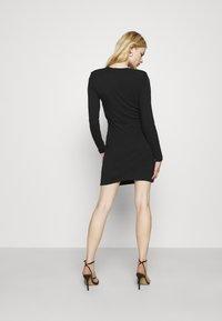 Even&Odd - PADDED SHOULDER DRESS - Žerzejové šaty - black - 2