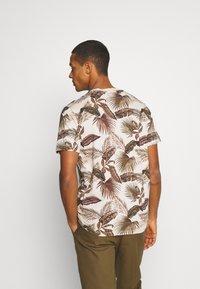 Scotch & Soda - CREW NECK TEE WITH SEASONAL ALL OVER PRINT - Print T-shirt - combo - 2