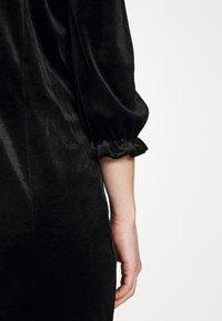 Monki - WILMA DRESS - Pouzdrové šaty - solid black - 6