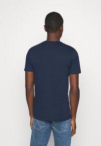 Ellesse - LOCARA - Print T-shirt - navy - 2