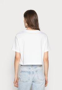 Nike Sportswear - TEE - T-shirts med print - white/black - 2