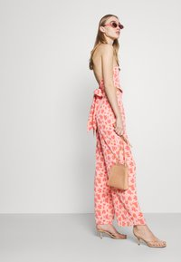 Fashion Union - STRIDE TROUSER - Trousers - pink posey - 4