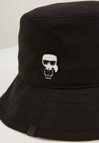 KARL LAGERFELD - K/IKONIK BUCKET HAT - Hat - black - 2