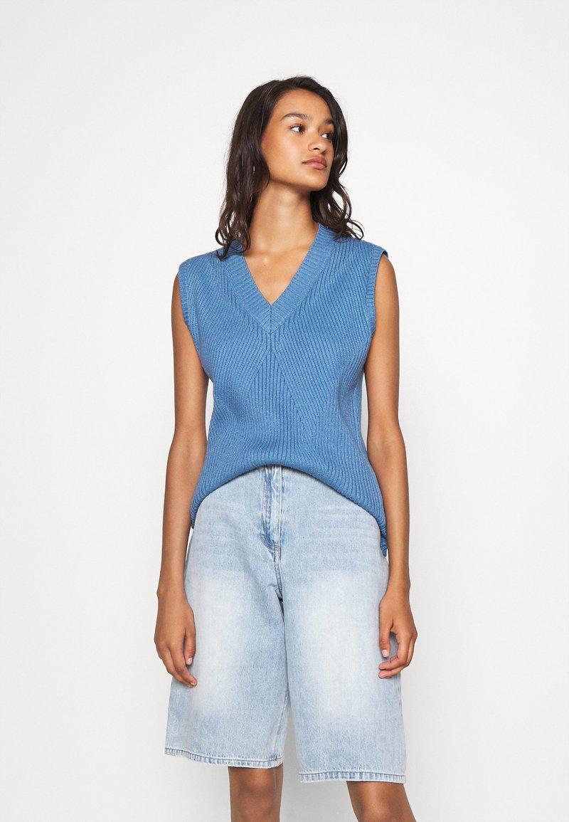 Moves - JULISO - Top - spring blue