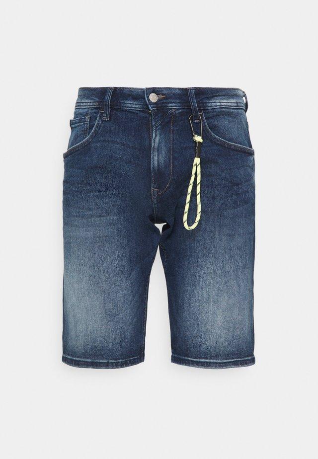 REGULAR FIT - Denim shorts - used mid stone blue denim