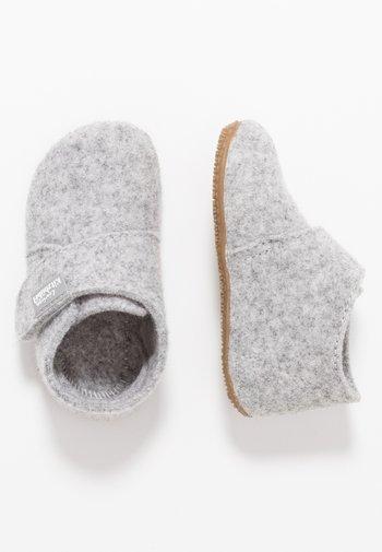BABYKLETT UNIFARBEN - Slippers - nebel