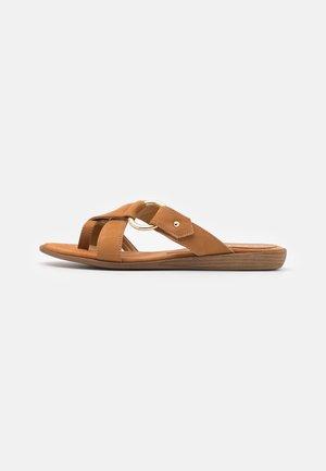 ADRIEL BLU - Pantofle - umber